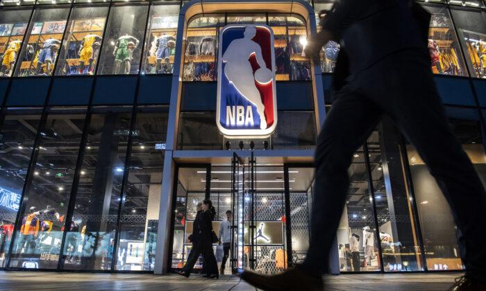 La principal tienda de la NBA en Beijing, el 9 de octubre de 2019. (Kevin Frayer/Getty Images)