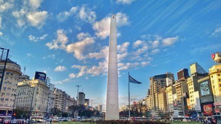 El profeta argentino Parravicini dice que fue abducido por un ovni en el obelisco de Buenos Aires