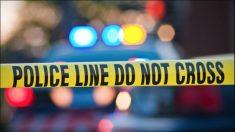 Pistoleros irrumpen en el patio trasero de una casa en California: matan a 4 y hieren a 6