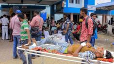 Médicos lo dan todo para salvar la vida de un joven no identificado y hasta donan su propia sangre