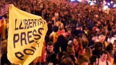 Barcelona vive 4º dia consecutivo de protestos após condenação de separatistas