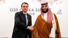 """Bolsonaro assina acordos e diz que """"Brasil tem mar de oportunidades"""""""