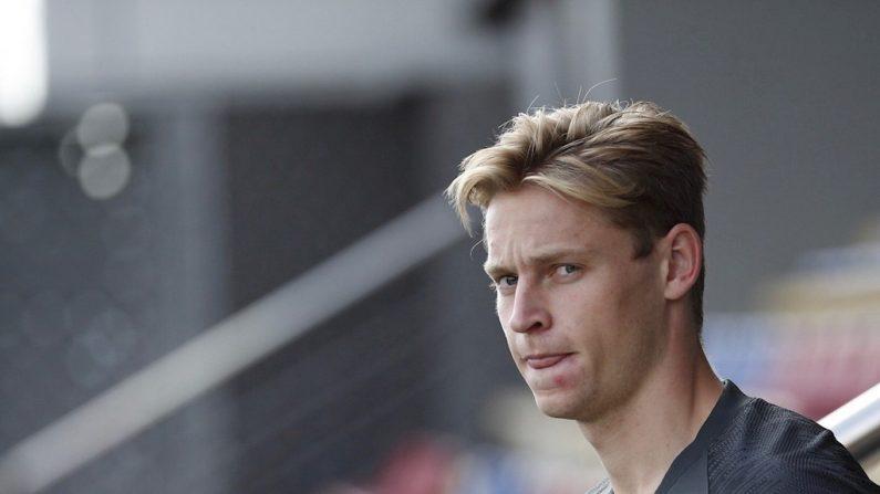 O meia holandês Frenkie de Jong durante um treinamento (EFE / Alejandro García / Archivo)