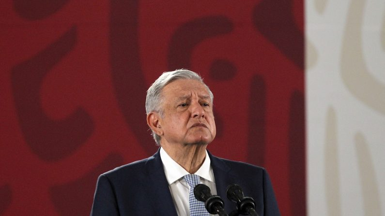 El presidente de México, Andrés Manuel López Obrador, participa en una conferencia de prensa en Ciudad de México (México), el 2 de octubre de 2019.