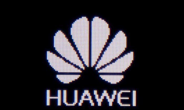 El logotipo de Huawei que aparece en un dispositivo wifi portátil de Huawei en Beijing, el 29 de junio de 2019. (Nicolas Asfouri/AFP/Getty Images)