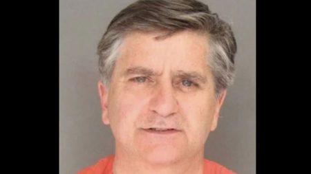 Cirujano cerebral de California acusado de abuso infantil es encontrado muerto en su celda