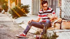 Joven ciego denuncia discriminación de un cine en México por ir acompañado de su perro guía