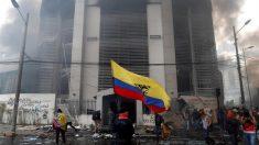 Manifestantes invadem sede da Controladoria-Geral do Equador em Quito