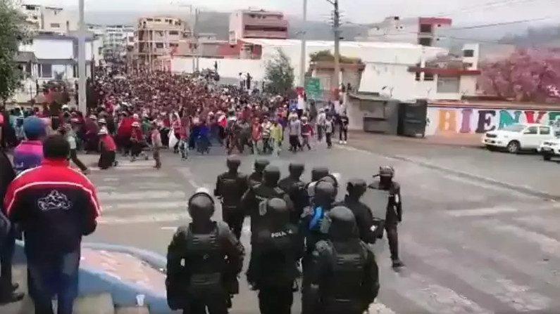 Manifestantes fecham estradas e paralisam Equador (Reprodução)