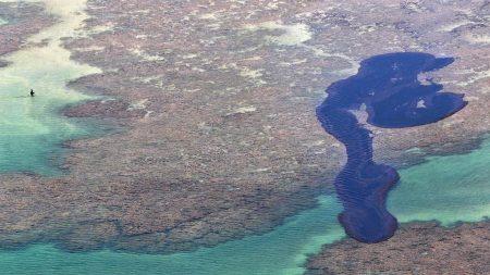 Mancha de óleo tinha 200 km de extensão em seu marco zero no oceano