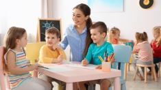 Innovadora escuela elimina las vacaciones y deja a los padres salir con sus hijos cuando quieran