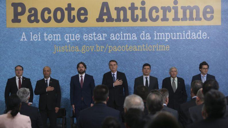 O presidente Jair Bolsonaro e o ministro da Justiça e Segurança Pública, Sergio Moro, participam do lançamento da campanha publicitária do Projeto Anticrime, do governo federal (Antonio Cruz/ Agência Brasil)