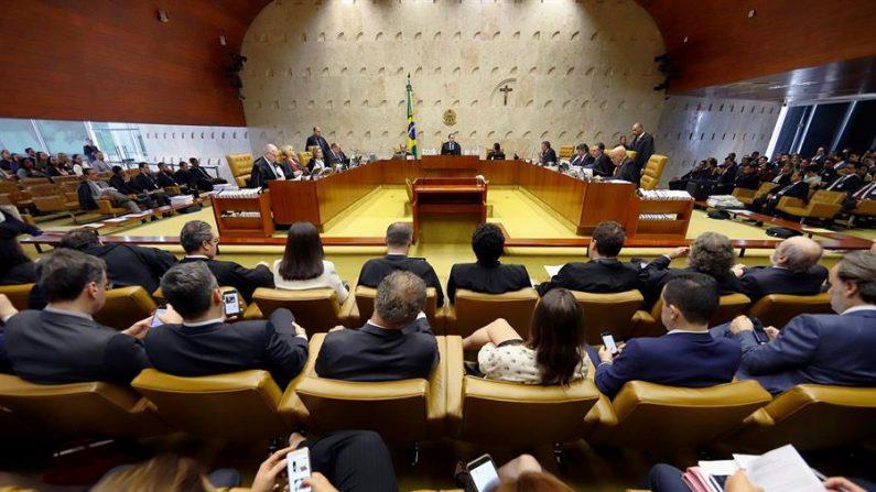 Fotografia cortesia do Supremo Tribunal Federal que mostra o plenário durante uma sessão para julgar a validade da prisão de segunda instância, nesta quinta-feira(17) na cidade de Brasília (Brasil) (EFE / Rosinei Coutinho / Cortesia do Supremo Tribunal Federal)