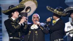 Tres generaciones reunidas: Vicente, Alejandro y Alex Fernández emocionan en los Grammy Latinos 2019