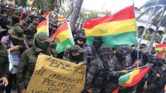 Tres muertos en choques de seguidores de Evo Morales con fuerzas de seguridad