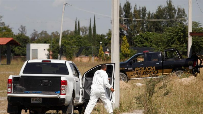 En un comunicado la dependencia dio a conocer que de los 25 cadáveres recuperados de la casa en la colonia El Zapote, cinco son mujeres y 20 son hombres. EFE/Francisco Guasco/Archivo