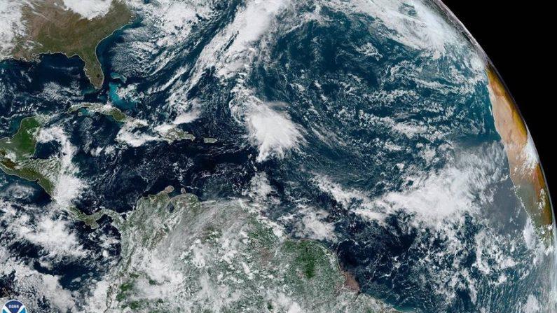 Fotografía cedida este miércoles por la Administración Nacional de Océanos y Atmósfera (NOAA) por vía del Centro Nacional de Huracanes de Estados Unidos donde se muestra el emplazamiento de la tormenta tropical Sebastián. EFE/NHC-NOAA