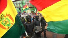 Policías de Bolivia se amotinan y se suman a las protestas de los opositores de Evo Morales