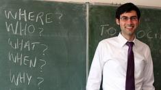 Profesor de inglés finge ante sus alumnos durante todo el curso: ¡el video del momento en que lo descubren se volvió viral!