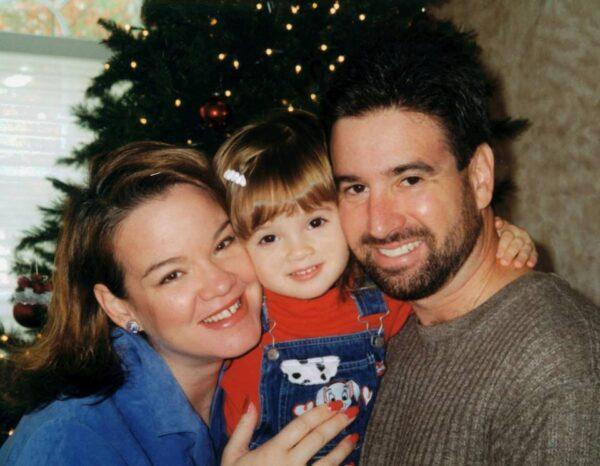Courtney Litvak con sus padres Kelly y Alan