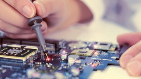 Gênio de nove anos cursa período final de engenharia elétrica e já visa doutorado