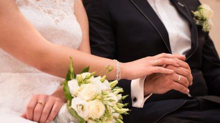 La primera pareja casada del mundo con síndrome de Down sigue profundamente enamorada después de 27 años