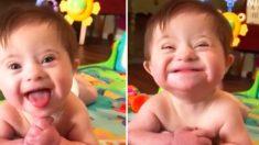 Menina adotiva com síndrome de Down sorri para nova mãe em vídeo emocionante que viraliza