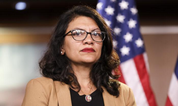 Representante Rashida Tlaib (D-Mich.) en una conferencia de prensa en el Capitolio el 15 de julio de 2019. (Holly Kellum/NTD)