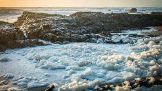 """""""Huevos de hielo"""" aparecen en la costa de Finlandia debido a un extraño fenómeno metereológico"""