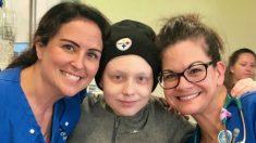 Personal de hospital le cantan a un niño sobreviviente de cáncer en su último día de quimioterapia
