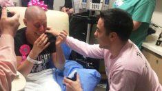 Le propone matrimonio a su enamorada en el último día de quimioterapia, tras superar un cáncer