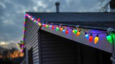 Piden a una familia que quiten los adornos de Navidad de su casa porque aún es demasiado pronto