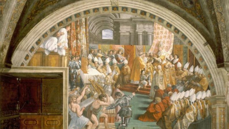 """""""La coronación de Carlomagno"""" de Raphael. Durante la Edad Media, Carlomagno, así como otros como Alfredo el Grande, eran vistos como héroes. (Dominio público)"""