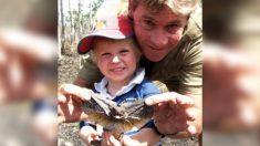 Hijo de Steve Irwin recrea momento icónico al alimentar al mismo cocodrilo que alimentaba su padre