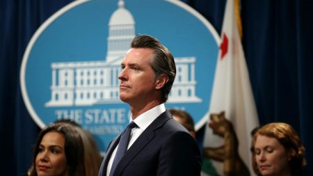 Autoridades podrían impugnar indultos criminales otorgados por Newsom a inmigrantes, dicen expertos