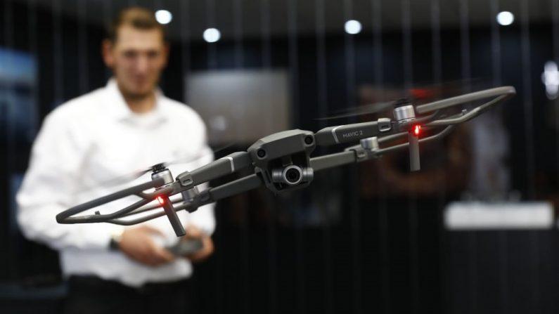 Un drone DJI Mavic 2 se presenta en la feria de electrónica de consumo y electrodomésticos IFA 2018, el 30 de agosto de 2018 en Berlín, Alemania. (Foto de Michele Tantussi/Getty Images)