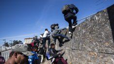 Migrantes indocumentados de Nueva York podrían obtener licencias de conducir y abrir cuentas bancarias pese a la oposición