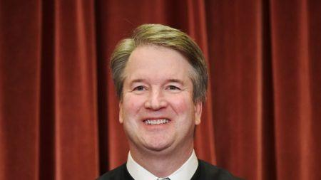 """Kavanaugh habla del apoyo que recibió de sus amigos durante el """"feo"""" proceso de aprobación como juez"""