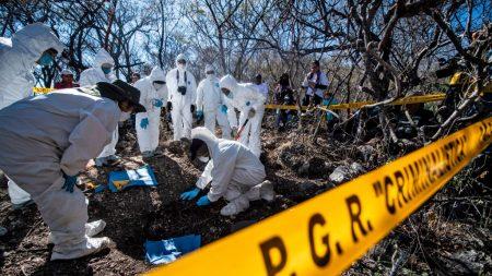 Encuentran 75 bolsas con restos humanos en Jalisco, en el occidente de México