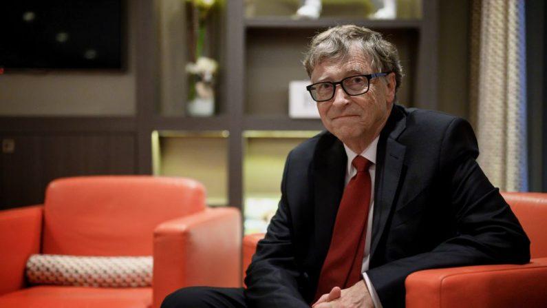 El fundador de Microsoft y copresidente de la Fundación Bill y Melinda Gates, Bill Gates, posa para una foto el 9 de octubre de 2019, en Lyon, en el centro este de Francia, durante la conferencia de financiación del Fondo Mundial de Lucha contra el SIDA, la Tuberculosis y la Malaria. (Foto de JEFF PACHOUD/AFP vía Getty Images)