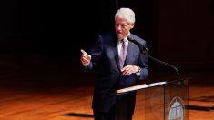 El expresidente Bill Clinton no apoyará a ningún candidato en las primarias del Partido Demócrata