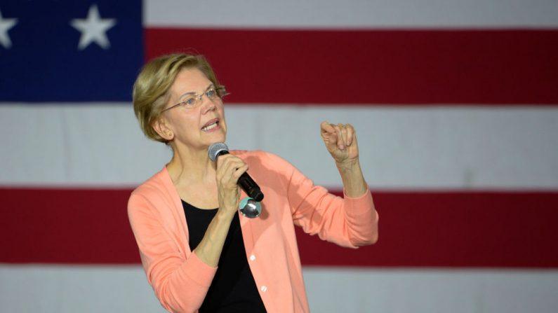 La candidata presidencial demócrata, la senadora Elizabeth Warren (D-MA) habla durante una parada de campaña en Broughton High School el 7 de noviembre de 2019 en Raleigh, Carolina del Norte.(Sara D. Davis/Getty Images)
