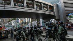 Policías disparan munición real a 2 manifestantes mientras Hong Kong se sume en una huelga general