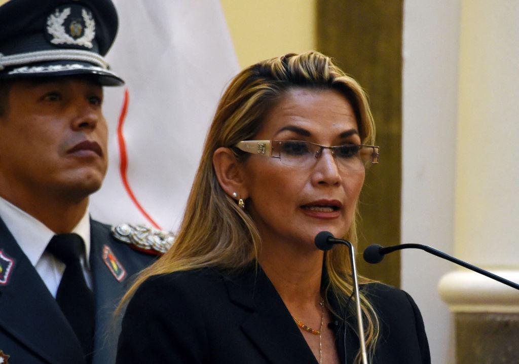 Defensa de Áñez rechaza la interpretación del Gobierno sobre sucesión en 2019