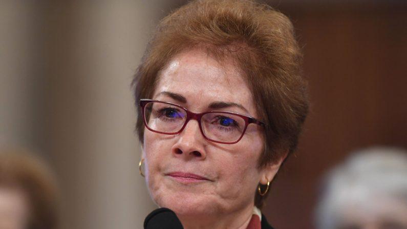 La exembajadora de los Estados Unidos en Ucrania, Marie Yovanovitch, testifica ante el Comité Selecto Permanente de Inteligencia de la Cámara de Representantes el 15 de noviembre de 2019 en Washington DC. (Saul Loeb/AFP a través de Getty Images)