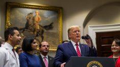 """Trump dice que va a """"considerar seriamente"""" contestar las preguntas del impeachment por escrito"""