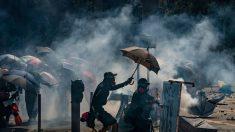 """Casa Blanca condena """"uso indebido de la fuerza"""" de la policía de Hong Kong tras cientos de arrestos"""