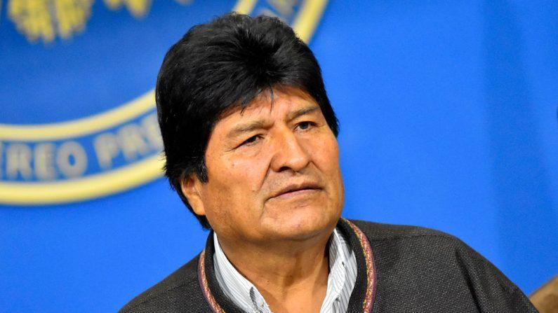 El expresidente de Bolivia, Evo Morales Ayma, habla durante una conferencia de prensa en la mañana cuando anunció que iba a convocar a nuevas elecciones después de que la OEA cuestionara los resultados de las elecciones celebradas el 20 de octubre, 10 de noviembre de 2019, en La Paz, Bolivia. Más tarde, Morales anunció su renuncia en Chimore, Cochabamba. (Alexis Demarco/APG/Getty Images)