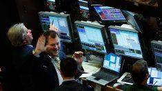 Wall Street se anota otro triple récord, pero con leves ganancias