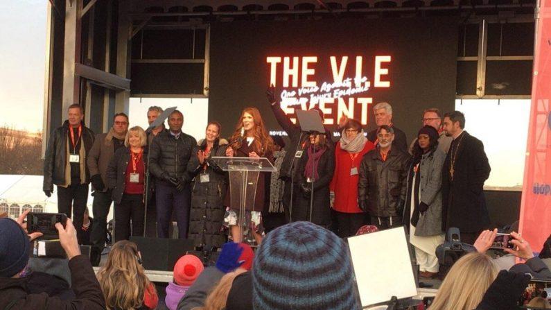 Hillary Simpson, la fundadora de Crazymothers, habla en el Evento Epidémico de Lesiones por Vacunas en el Capitolio en Washington el 15 de noviembre de 2019. (Candice Edwards)